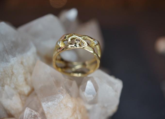 Anta ring met edelsteen